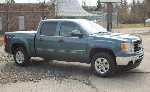 Motor vehicle, Wheel, Tire, Automotive tire, Vehicle, Land vehicle, Window, Automotive parking light, Infrastructure, Glass,