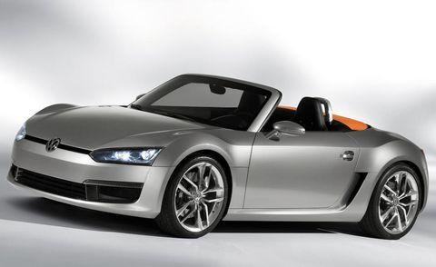 Wheel, Automotive design, Vehicle, Automotive exterior, Land vehicle, Automotive mirror, Car, Alloy wheel, Rim, Hood,