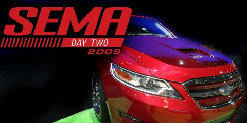 Automotive design, Automotive lighting, Vehicle, Headlamp, Grille, Car, Automotive exterior, Automotive mirror, Fender, Glass,