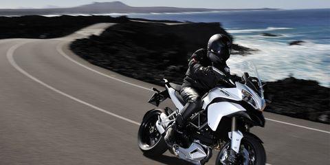 Motorcycle, Tire, Automotive tire, Automotive design, Road, Automotive lighting, Fender, Rim, Automotive wheel system, Motorcycle fairing,