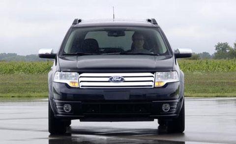 Motor vehicle, Tire, Automotive mirror, Mode of transport, Automotive design, Daytime, Automotive exterior, Vehicle, Product, Transport,
