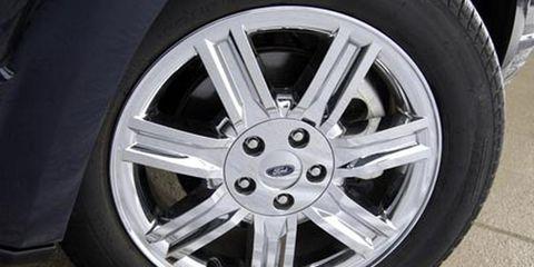 Tire, Wheel, Automotive tire, Automotive wheel system, Alloy wheel, Rim, Spoke, Synthetic rubber, Tread, Automotive exterior,