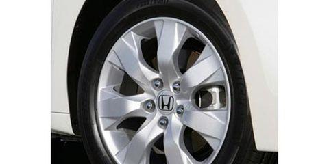 Tire, Wheel, Automotive tire, Alloy wheel, Automotive wheel system, Automotive design, Rim, Spoke, Automotive exterior, Synthetic rubber,