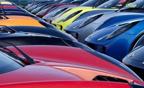 Motor vehicle, Automotive design, Mode of transport, Automotive exterior, Hood, Car, Windshield, Windscreen wiper, Automotive window part, Luxury vehicle,