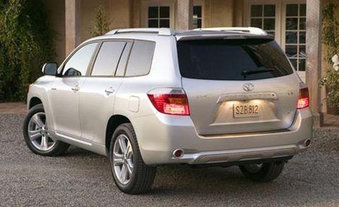 Tire, Motor vehicle, Wheel, Automotive tire, Automotive mirror, Vehicle, Daytime, Land vehicle, Glass, Automotive tail & brake light,