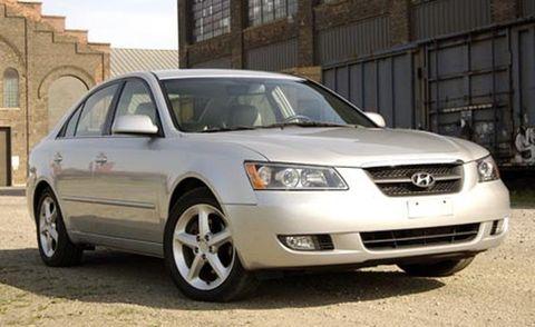 Tire, Wheel, Automotive mirror, Daytime, Vehicle, Automotive lighting, Alloy wheel, Glass, Rim, Automotive tire,