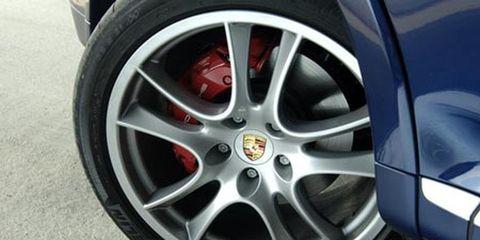 Wheel, Tire, Alloy wheel, Automotive design, Automotive tire, Automotive wheel system, Spoke, Rim, Automotive exterior, Synthetic rubber,