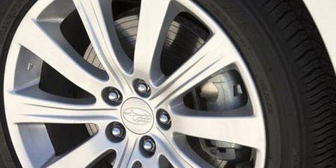 Wheel, Alloy wheel, Automotive tire, Spoke, Automotive wheel system, Rim, Automotive design, Synthetic rubber, Tread, Hubcap,