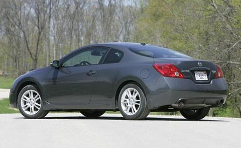 Tire, Wheel, Mode of transport, Vehicle, Car, Alloy wheel, Rim, Automotive tire, Automotive lighting, Fender,