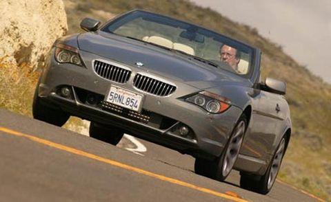 Motor vehicle, Tire, Mode of transport, Automotive mirror, Automotive design, Vehicle, Land vehicle, Infrastructure, Car, Automotive exterior,