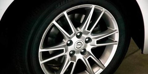 Tire, Wheel, Automotive tire, Alloy wheel, Automotive wheel system, Rim, Spoke, Synthetic rubber, Tread, Fender,