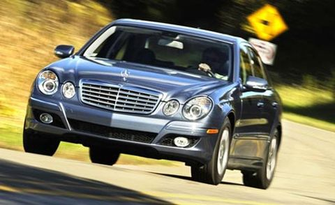 Motor vehicle, Tire, Mode of transport, Automotive design, Automotive mirror, Vehicle, Road, Automotive lighting, Land vehicle, Hood,