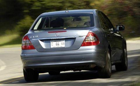 Vehicle, Automotive design, Land vehicle, Automotive tail & brake light, Vehicle registration plate, Car, Automotive lighting, Full-size car, Automotive exterior, Mid-size car,
