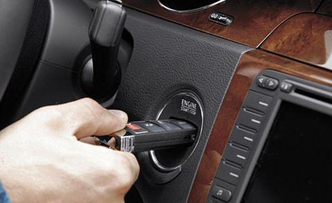 Motor vehicle, Steering part, Vehicle door, Center console, Steering wheel, Nail, Luxury vehicle, Vehicle audio, Personal luxury car, Gear shift,
