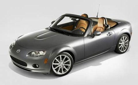 Wheel, Automotive design, Automotive mirror, Automotive lighting, Headlamp, Alloy wheel, Automotive exterior, Vehicle door, Rim, Car,