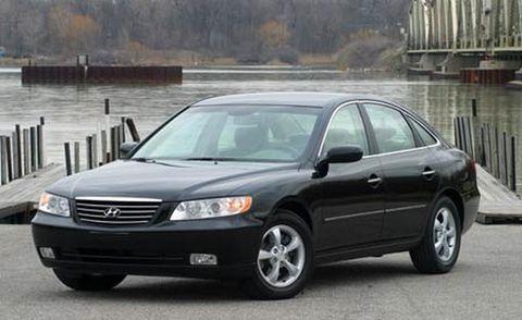 Tire, Wheel, Automotive mirror, Vehicle, Glass, Land vehicle, Transport, Infrastructure, Car, Rim,