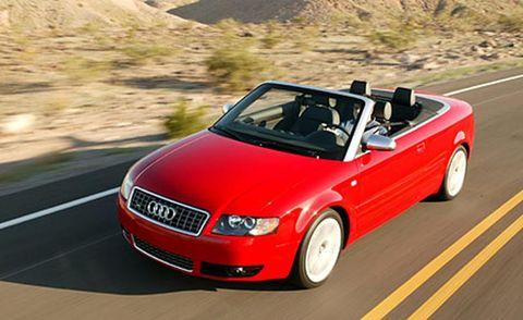 Tire, Automotive mirror, Mode of transport, Automotive design, Road, Vehicle, Transport, Infrastructure, Car, Hood,