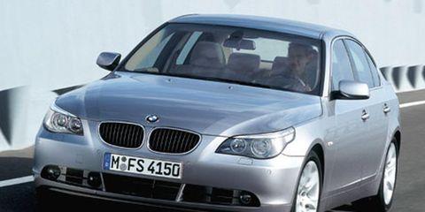Motor vehicle, Automotive mirror, Mode of transport, Automotive design, Daytime, Vehicle, Product, Automotive exterior, Automotive lighting, Land vehicle,