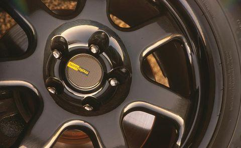 Alloy wheel, Automotive wheel system, Rim, Spoke, Automotive tire, Hubcap, Auto part, Synthetic rubber, Tread, Circle,