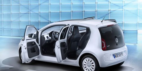 Motor vehicle, Automotive design, Mode of transport, Vehicle, Automotive mirror, Automotive exterior, Car, Vehicle door, Hatchback, Alloy wheel,