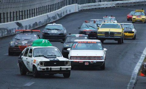 Mode of transport, Land vehicle, Vehicle, Automotive design, Car, Automotive exterior, Motorsport, Automotive parking light, Touring car racing, Racing,
