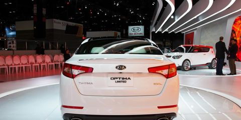 Automotive design, Product, Vehicle, Event, Land vehicle, Car, Vehicle registration plate, Personal luxury car, Automotive lighting, Mid-size car,