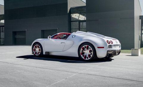 Tire, Motor vehicle, Wheel, Automotive design, Mode of transport, Automotive tire, Vehicle, Automotive lighting, Rim, Alloy wheel,