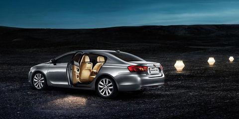 Tire, Wheel, Automotive design, Vehicle, Land vehicle, Alloy wheel, Automotive mirror, Automotive tail & brake light, Rim, Car,