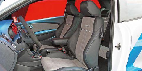 Motor vehicle, Mode of transport, Vehicle, Car seat, Vehicle door, Car seat cover, Fixture, Head restraint, Steering wheel, Seat belt,
