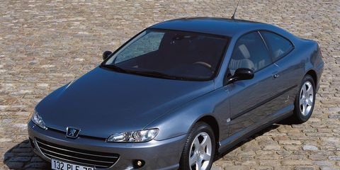 Motor vehicle, Tire, Automotive mirror, Mode of transport, Automotive design, Daytime, Vehicle, Glass, Land vehicle, Transport,