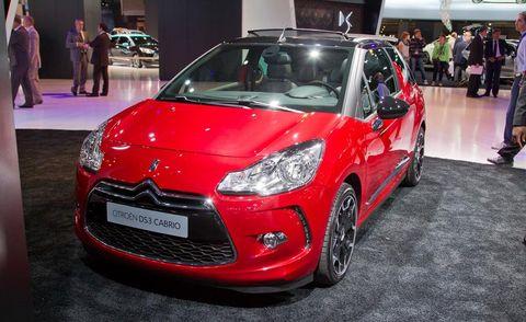 Tire, Motor vehicle, Wheel, Automotive design, Vehicle, Land vehicle, Event, Headlamp, Car, Grille,