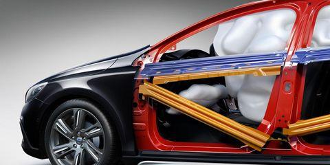 Automotive design, Vehicle, Alloy wheel, Rim, Car, Automotive exterior, Trunk, Fender, Spoke, Automotive wheel system,