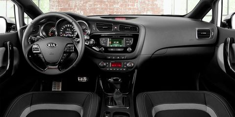 Motor vehicle, Steering part, Automotive design, Product, Steering wheel, Vehicle, Transport, Automotive mirror, Center console, Vehicle audio,