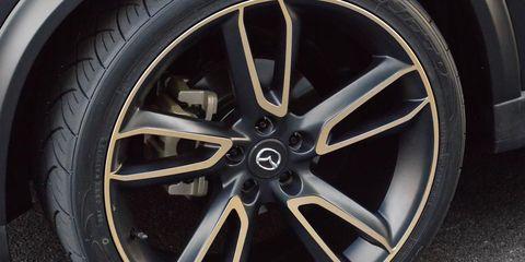 Wheel, Tire, Automotive tire, Alloy wheel, Automotive design, Automotive wheel system, Transport, Spoke, Rim, Automotive exterior,