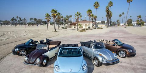 Mode of transport, Automotive design, Vehicle, Land vehicle, Automotive tire, Automotive parking light, Car, Landscape, Fender, Automotive mirror,