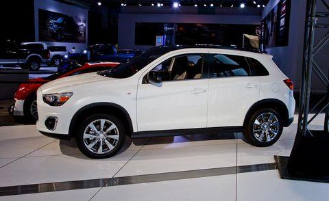 Tire, Wheel, Motor vehicle, Automotive design, Vehicle, Land vehicle, Automotive tire, Car, Rim, Alloy wheel,