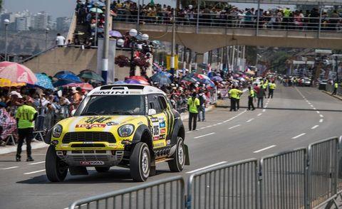 Clothing, Motor vehicle, Tire, Vehicle, Crowd, Motorsport, Car, Racing, Sports, Metropolitan area,