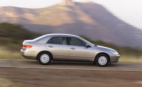 Tire, Wheel, Automotive design, Mode of transport, Vehicle, Transport, Land vehicle, Car, Mountainous landforms, Full-size car,