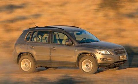 Tire, Wheel, Motor vehicle, Automotive design, Automotive tire, Vehicle, Land vehicle, Transport, Automotive mirror, Car,