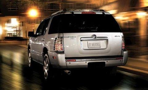 Motor vehicle, Tire, Automotive tail & brake light, Automotive exterior, Vehicle, Automotive lighting, Automotive tire, Land vehicle, Automotive design, Car,