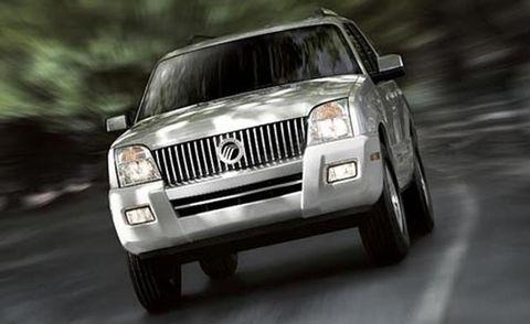Tire, Motor vehicle, Automotive tire, Automotive design, Automotive exterior, Product, Natural environment, Vehicle, Automotive lighting, Headlamp,