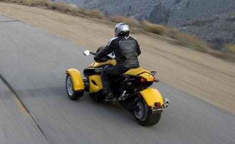Road, Automotive design, Automotive tire, Yellow, Asphalt, Motorcycle helmet, Road surface, Helmet, Fender, Motorcycling,
