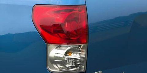 Motor vehicle, Automotive tail & brake light, Automotive lighting, Automotive exterior, Automotive parking light, Car, Fender, Light, Beauty, Headlamp,