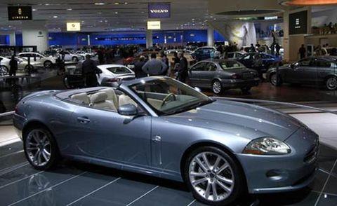 Tire, Wheel, Automotive design, Vehicle, Land vehicle, Car, Spoke, Rim, Personal luxury car, Performance car,
