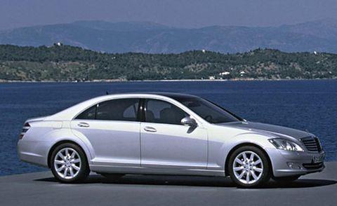 Tire, Wheel, Vehicle, Alloy wheel, Land vehicle, Automotive design, Spoke, Rim, Car, Coastal and oceanic landforms,