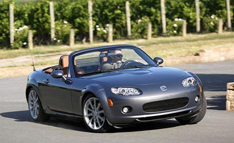 Mode of transport, Automotive design, Vehicle, Car, Automotive mirror, Fender, Hood, Performance car, Sports car, Windshield,