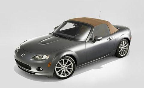 Automotive design, Automotive lighting, Automotive exterior, Headlamp, Car, Rim, Alloy wheel, Fender, Automotive mirror, Vehicle door,