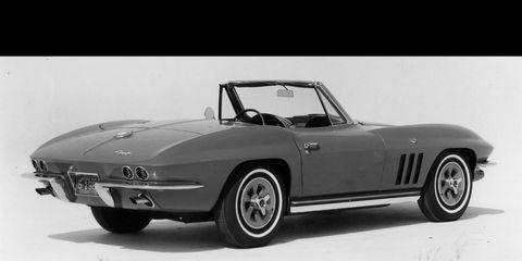Tire, Wheel, Mode of transport, Automotive design, Vehicle, Car, Automotive lighting, Rim, Alloy wheel, Fender,