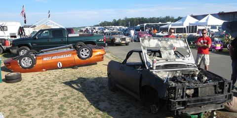 Tire, Wheel, Motor vehicle, Automotive tire, Land vehicle, Vehicle, Rim, Automotive wheel system, Fender, Alloy wheel,