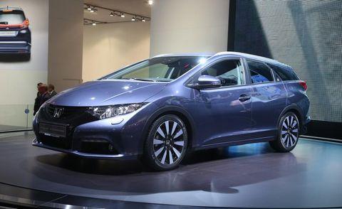 Mode of transport, Automotive design, Vehicle, Transport, Car, Glass, Automotive mirror, Auto show, Rear-view mirror, Automotive light bulb,